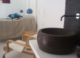 suite padronale, particolare lavabo in pietra pece