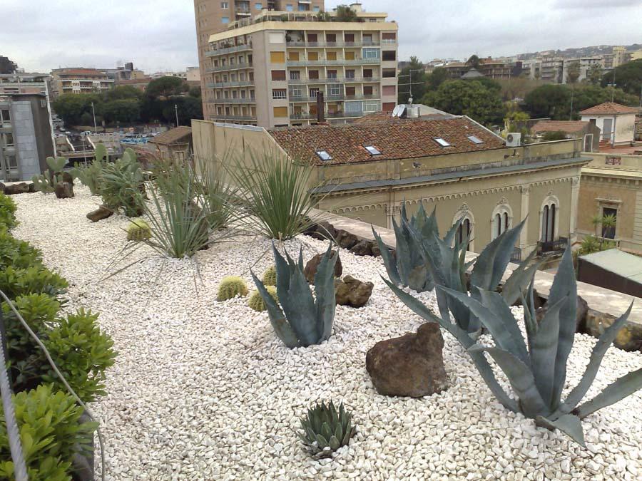 arredo a verde terrazzo UNA Hotel Catania giardino pensile su ...